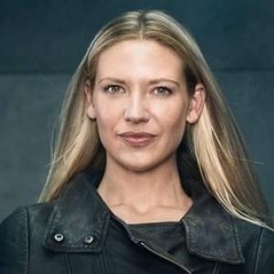 Anna Torv | biog.com