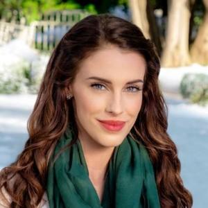 Jessica Lowndes | biog.com