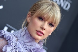 Taylor Swift | biog.com